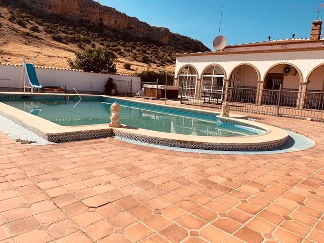 3 bedroom Villa for sale in Estepa with pool - € 160,000 (Ref: 5601298)