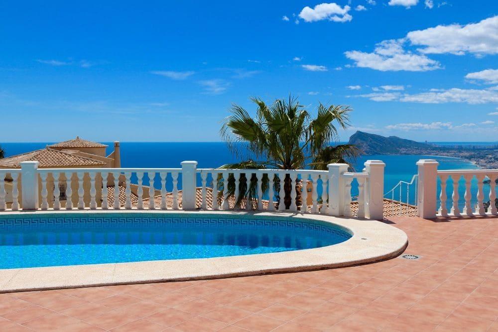 6 bedroom Villa for rent in Altea with pool garage - € 3,200 (Ref: 3893345)