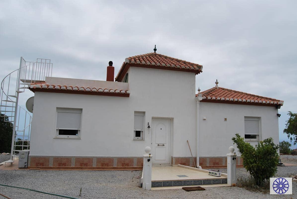 Chalet de 2 habitaciones en Salobreña en venta con piscina - 350.000 € (Ref: 3073993)