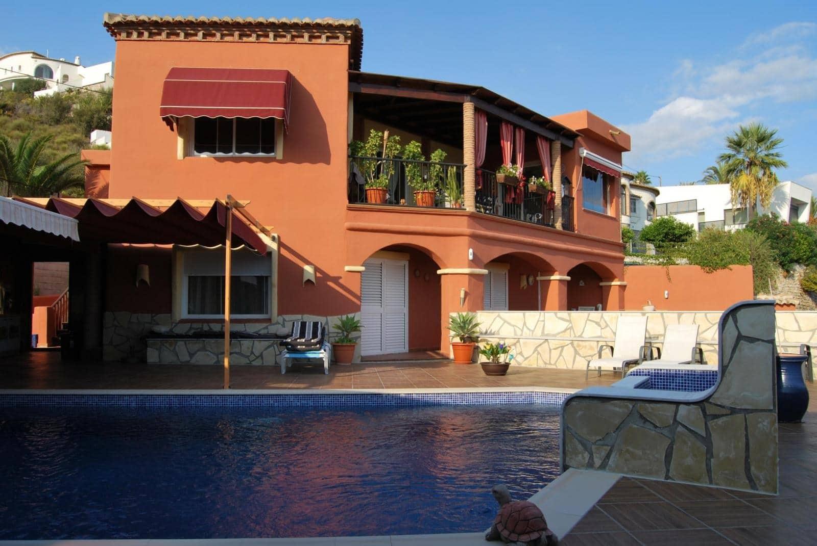 4 bedroom Villa for sale in Salobrena with pool - € 785,000 (Ref: 3966240)