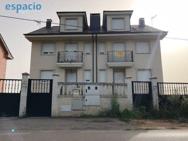 Pareado de 4 habitaciones en Carracedelo en venta - 130.000 € (Ref: 1729872)