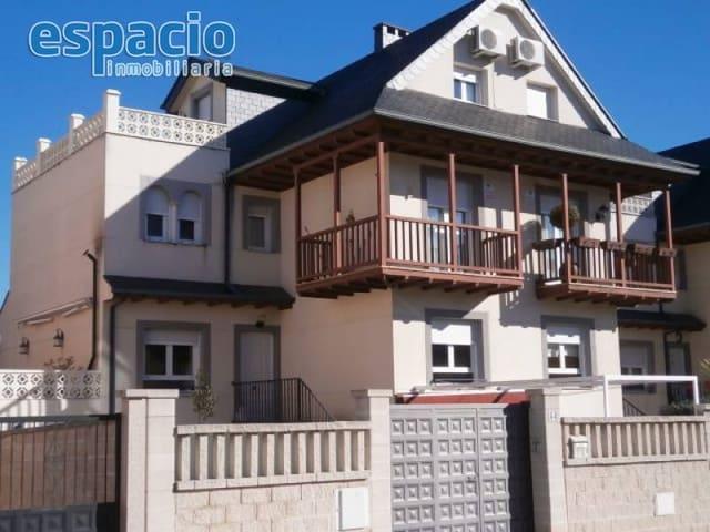 5 chambre Villa/Maison Semi-Mitoyenne à vendre à Ponferrada avec garage - 360 000 € (Ref: 2163513)
