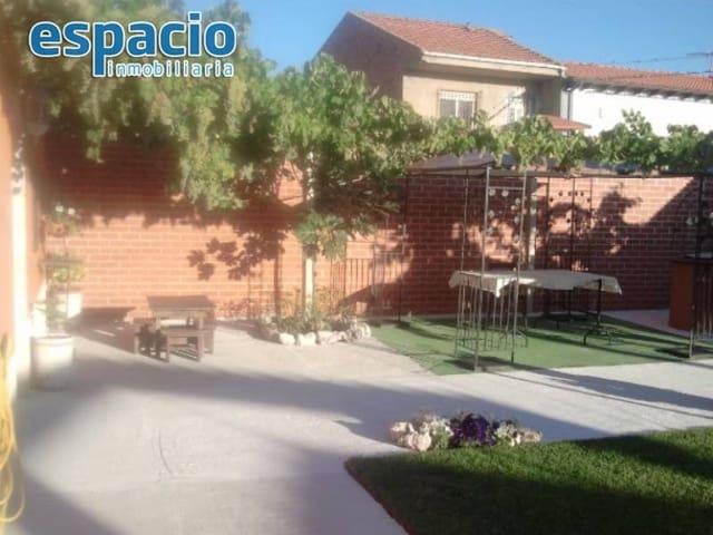 Chalet de 8 habitaciones en Roperuelos del Páramo en venta con garaje - 138.000 € (Ref: 3604489)
