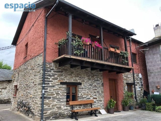 3 bedroom Villa for sale in Cubillos del Sil with garage - € 165,000 (Ref: 4087924)