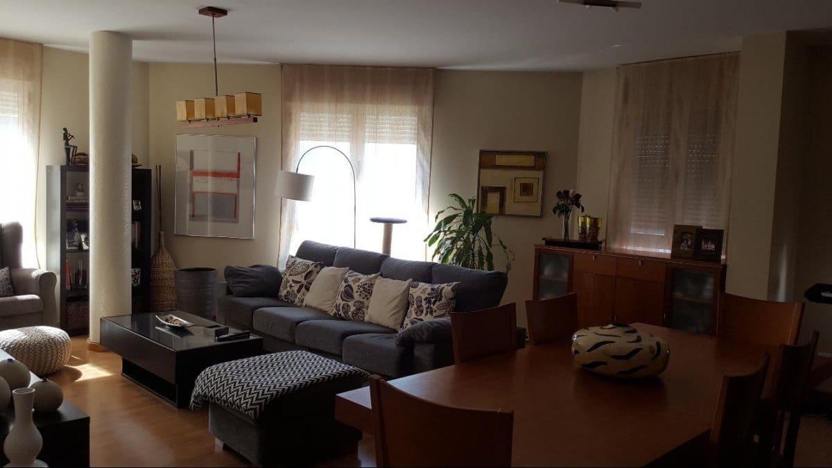 3 bedroom Flat for sale in Ponferrada - € 143,000 (Ref: 4509632)