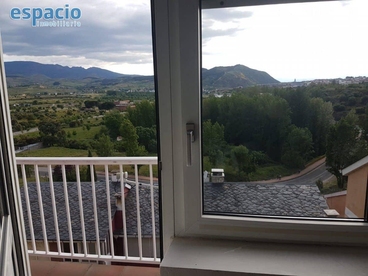 Adosado de 3 habitaciones en Ponferrada en venta con garaje - 65.000 € (Ref: 4628189)