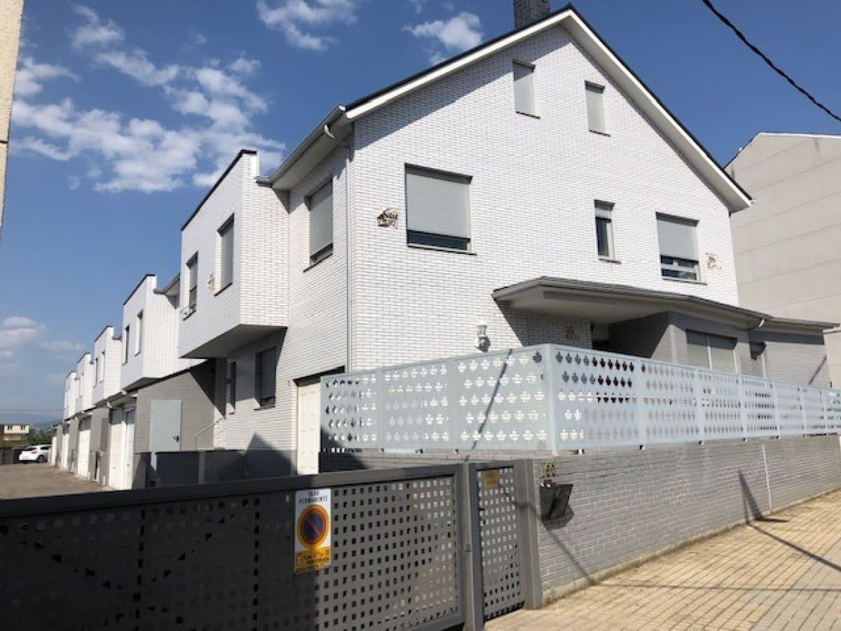 Adosado de 4 habitaciones en Ponferrada en venta con garaje - 185.000 € (Ref: 4697117)