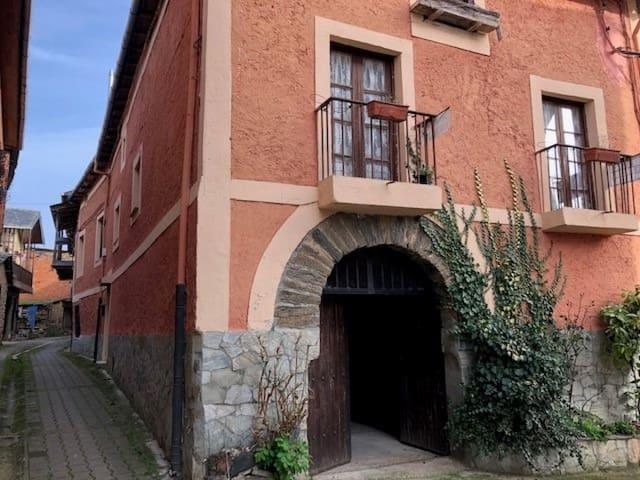 4 soverom Villa til salgs i San Esteban de Valdueza - € 58 000 (Ref: 5200750)