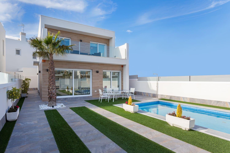 Chalet de 3 habitaciones en Pilar de la Horadada en venta con piscina - 283.000 € (Ref: 4423232)