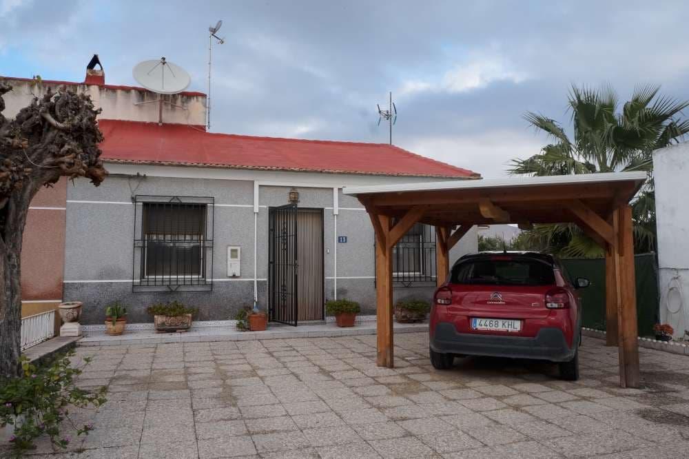 Casa de 3 habitaciones en Orihuela en venta con piscina - 162.000 € (Ref: 4964735)