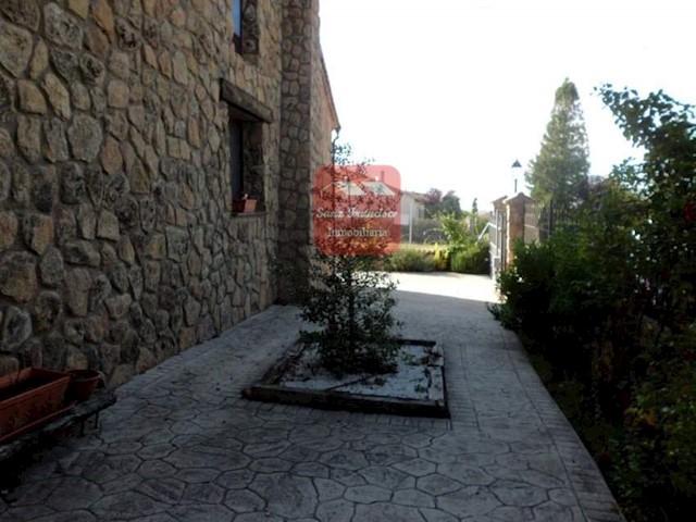 4 sypialnia Willa na sprzedaż w Trescasas z garażem - 390 000 € (Ref: 3830083)