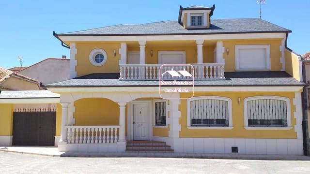 5 soveværelse Semi-Rækkehus til salg i Santa Maria la Real de Nieva - € 220.000 (Ref: 5718550)