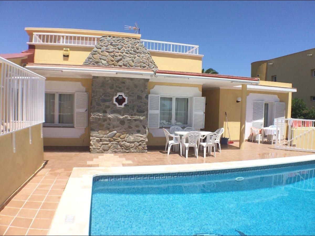 Chalet de 4 habitaciones en Punta Prima en venta con piscina - 425.000 € (Ref: 5606680)