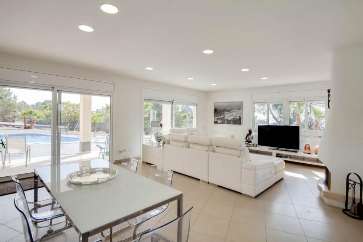 Chalet de 4 habitaciones en Esparreguera en venta con piscina - 580.000 € (Ref: 4567627)