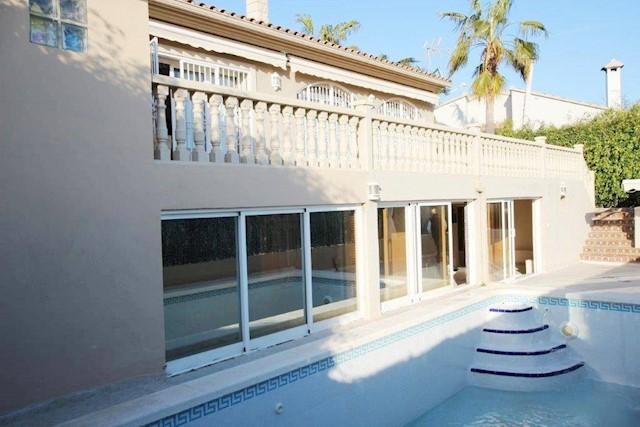 4 quarto Moradia para venda em La Nucia com piscina - 370 000 € (Ref: 3145282)