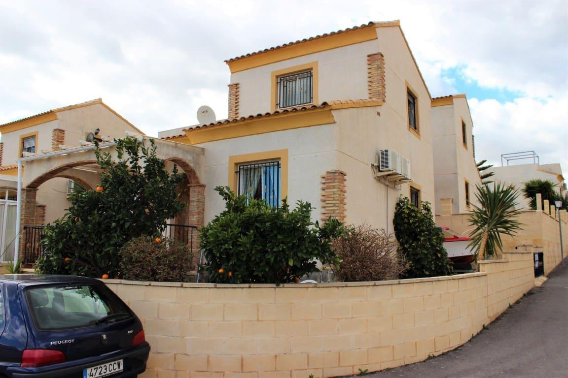 Chalet de 3 habitaciones en Polop en venta con piscina - 149.000 € (Ref: 4923228)