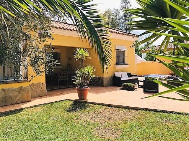 3 soverom Villa til leie i Chiclana de la Frontera med svømmebasseng - € 1 540 (Ref: 5535561)