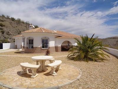 3 bedroom Villa for sale in Saliente Alto with pool - € 220,000 (Ref: 3116799)