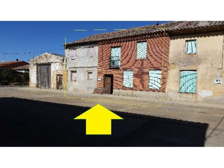 5 bedroom Villa for sale in Perales - € 36,000 (Ref: 3835645)