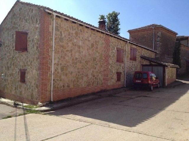 Chalet de 5 habitaciones en Santibáñez de la Peña en venta - 33.500 € (Ref: 3851026)