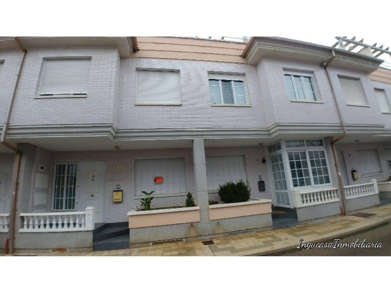 Chalet de 3 habitaciones en Palencia ciudad en venta - 170.000 € (Ref: 4392787)