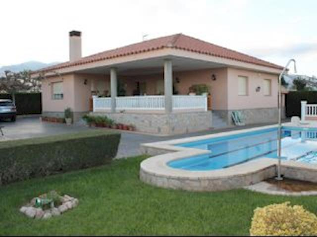 4 Bedroom Villa in Roquetes