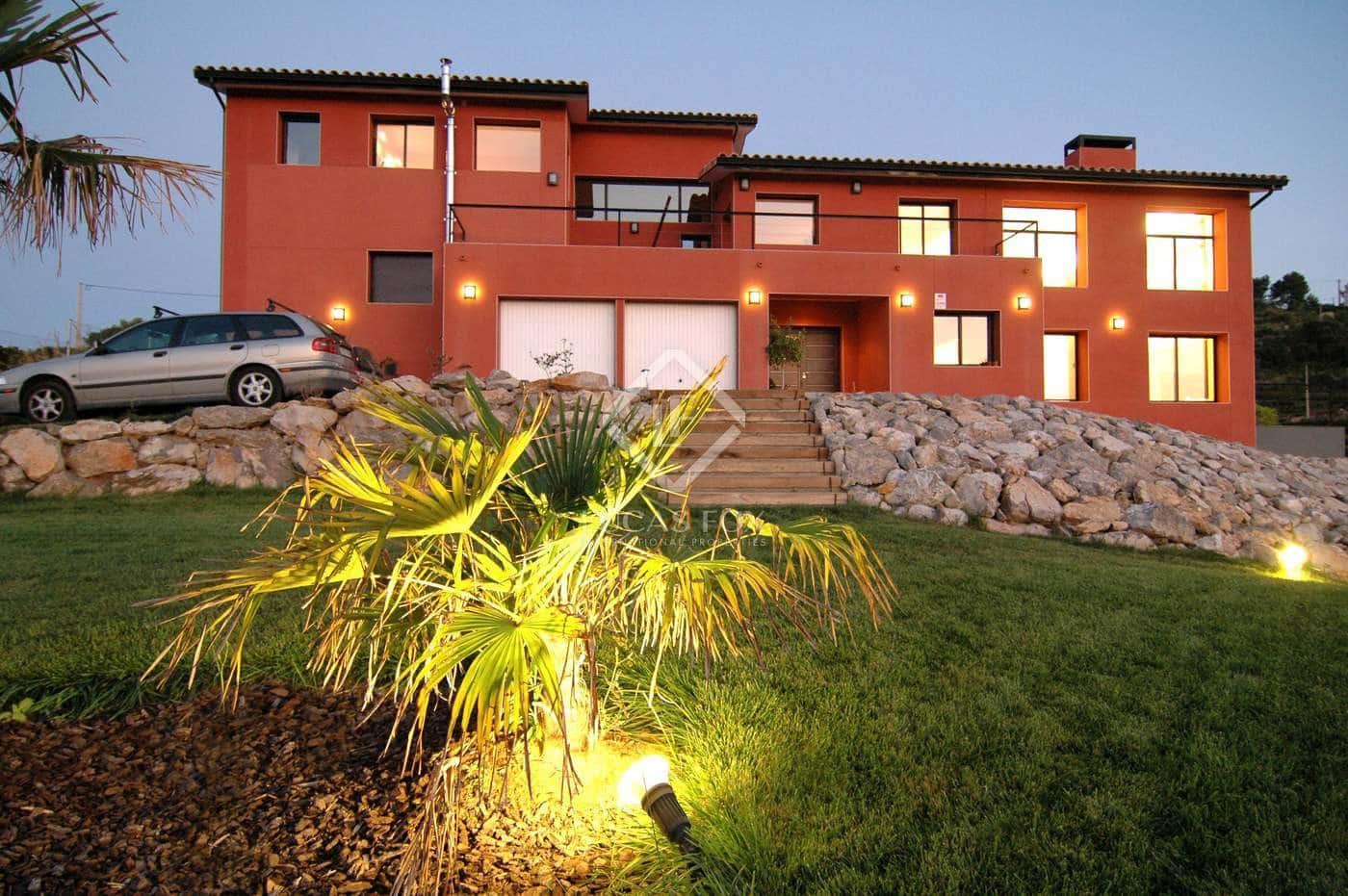 5 bedroom Villa for sale in Olivella with pool garage - € 745,000 (Ref: 2535966)