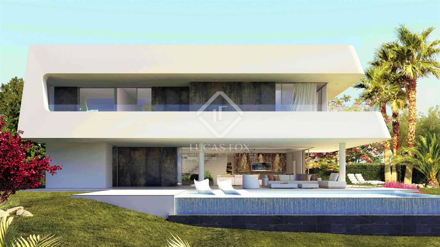 5 bedroom Villa for sale in Estepona with pool garage - € 1,055,000 (Ref: 3853693)