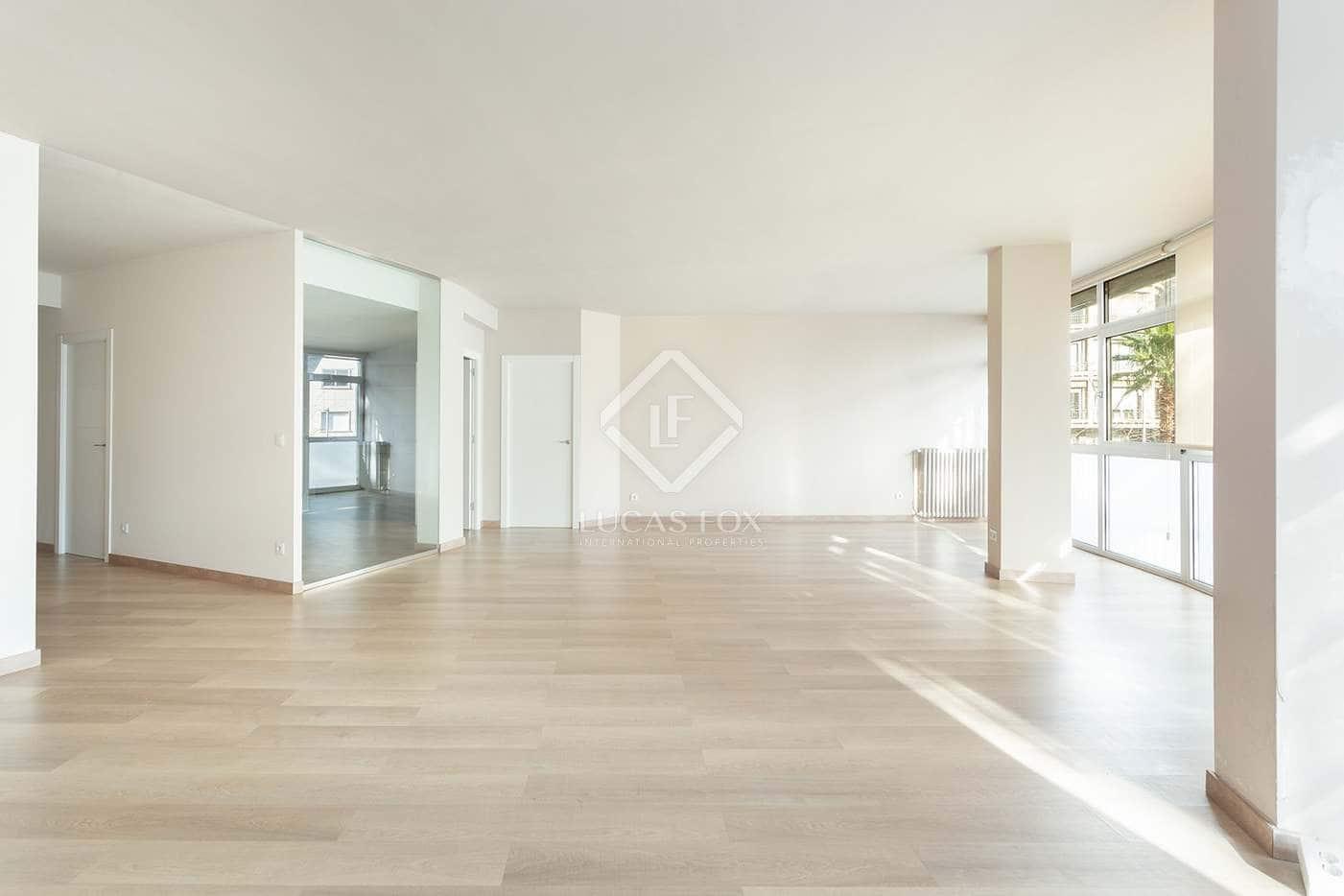 3 slaapkamer Appartement te huur in Barcelona stad - € 2.500 (Ref: 5151109)