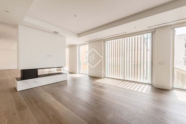 4 soverom Penthouse til salgs i Madrid by med svømmebasseng garasje - € 7 525 000 (Ref: 5332139)