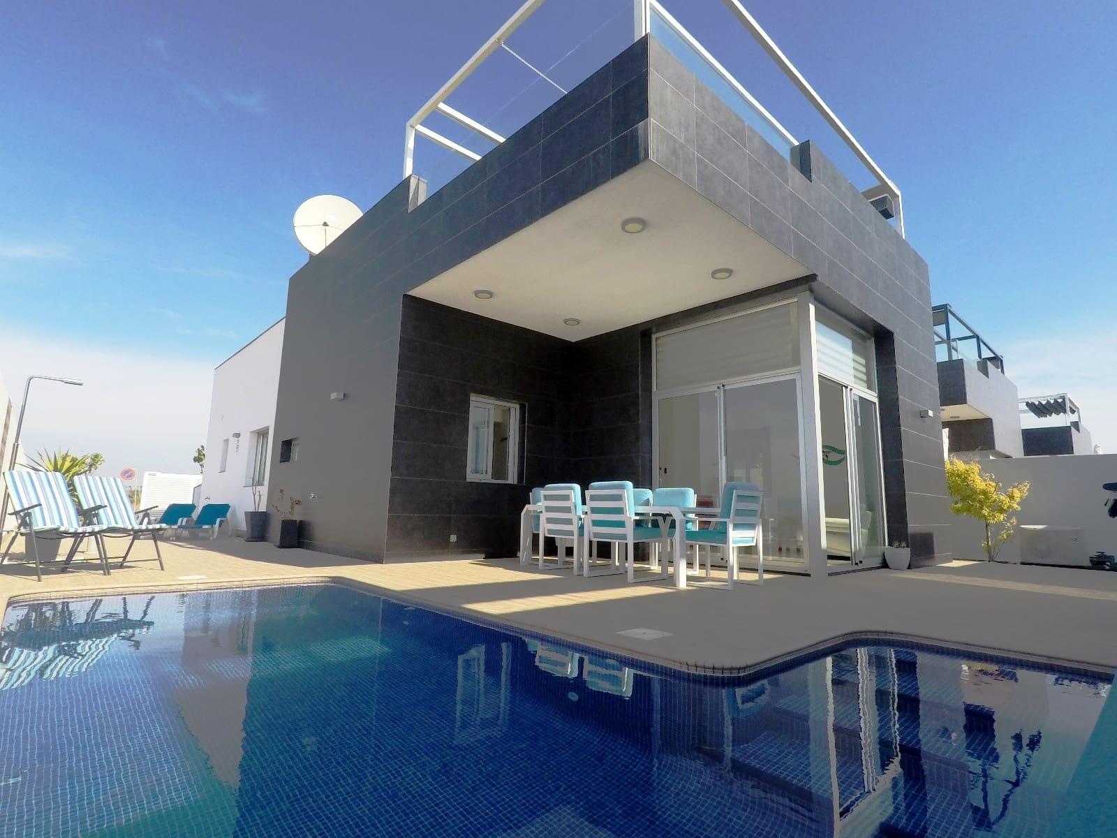 Chalet de 3 habitaciones en Pilar de la Horadada en venta con piscina - 320.000 € (Ref: 4926112)