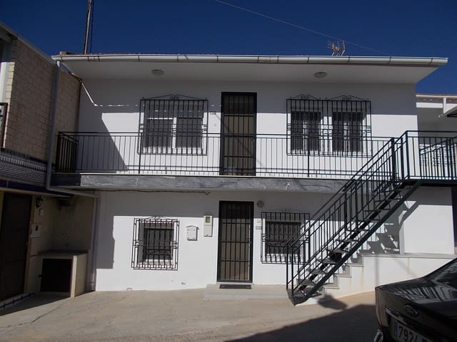 6 bedroom Townhouse for sale in Mahoya with garage - € 94,900 (Ref: 4947219)