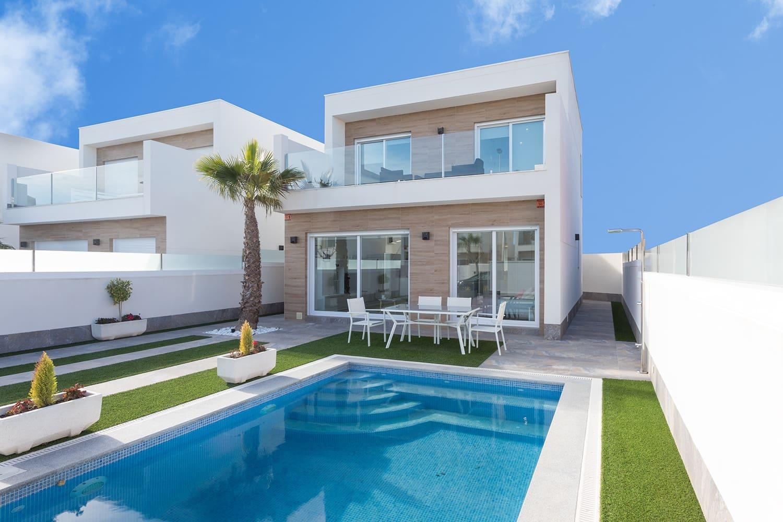 Chalet de 3 habitaciones en Pilar de la Horadada en venta con piscina - 265.000 € (Ref: 4947301)