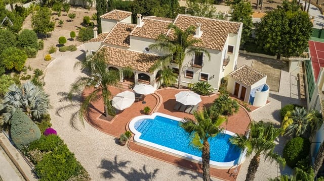 4 soveværelse Villa til salg i Rafal med swimmingpool - € 975.000 (Ref: 6230466)