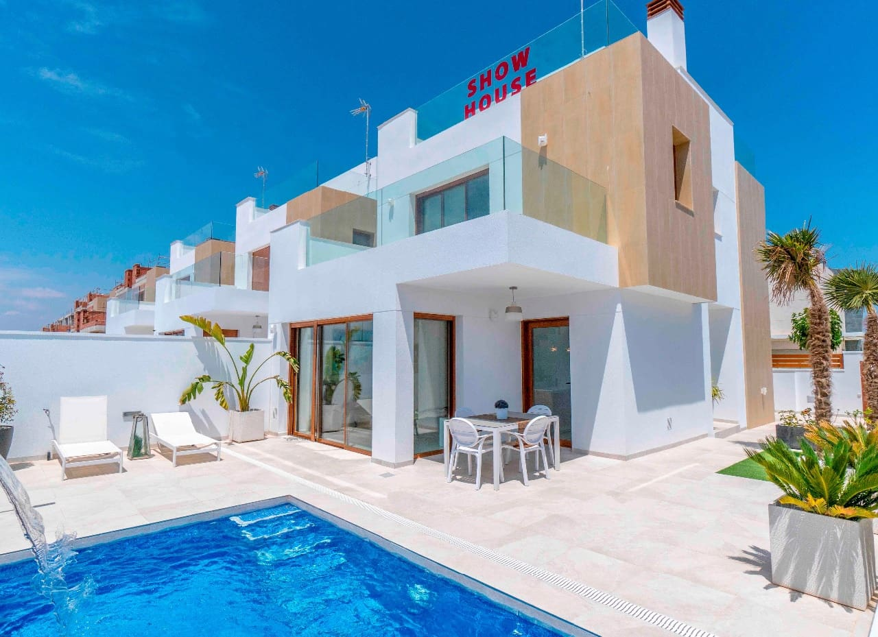 Chalet de 3 habitaciones en Pilar de la Horadada en venta con piscina - 369.500 € (Ref: 5096885)