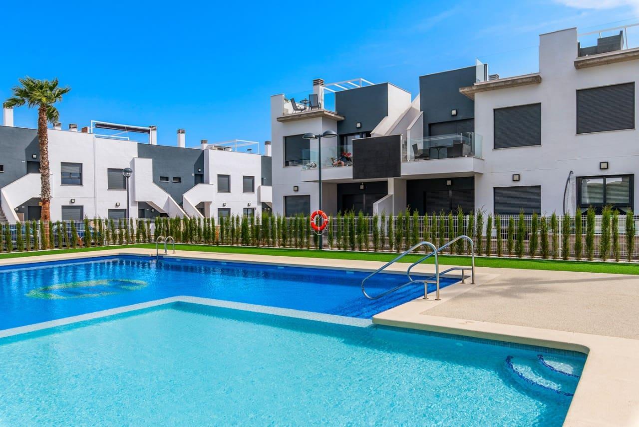 Bungalow de 2 habitaciones en Pilar de la Horadada en venta con piscina garaje - 146.800 € (Ref: 5096911)