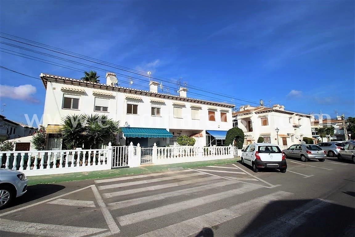 1 quarto Bungalow para venda em Torrevieja com piscina - 62 500 € (Ref: 6097996)