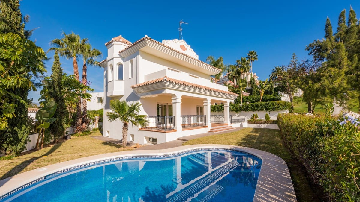 4 bedroom Villa for sale in Marbella with pool garage - € 875,000 (Ref: 4105403)