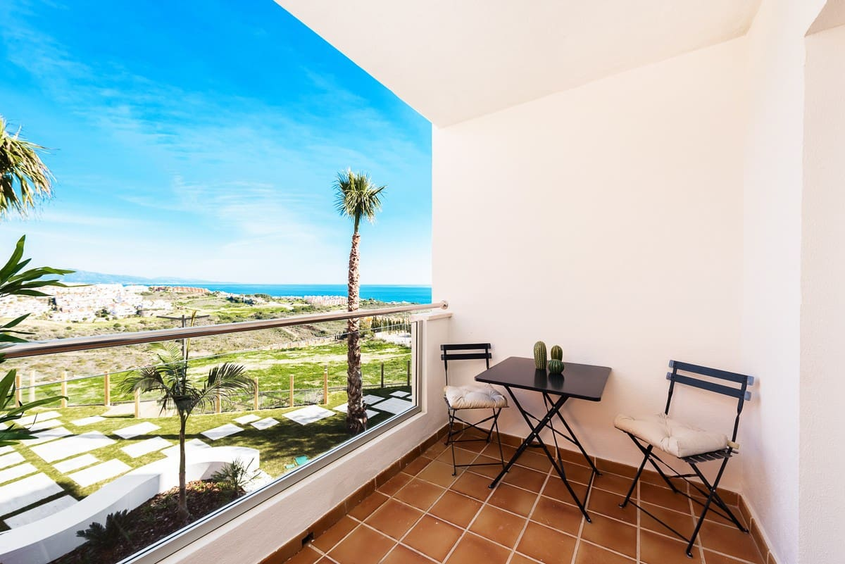 2 bedroom Apartment for sale in Manilva with pool garage - € 97,500 (Ref: 5100688)