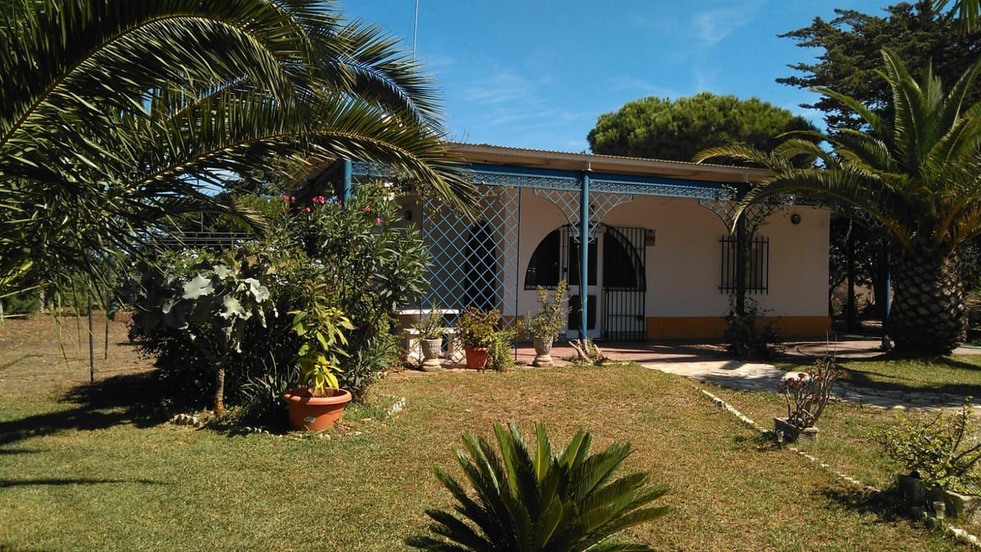 3 slaapkamer Villa te huur in Chiclana de la Frontera met zwembad garage - € 450 (Ref: 5087235)