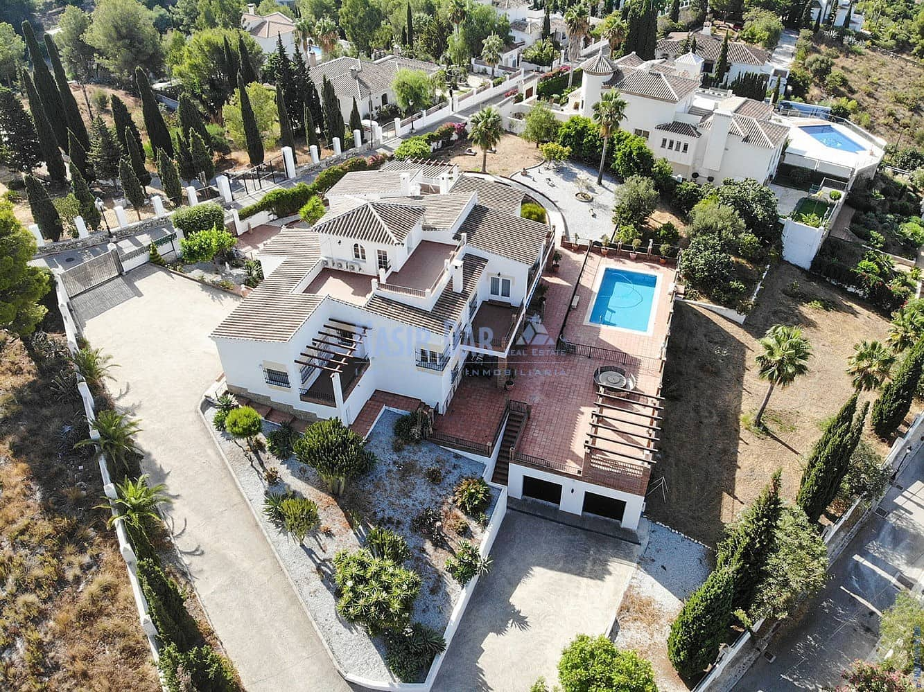 5 bedroom Townhouse for sale in Nerja with pool - € 895,000 (Ref: 5111138)