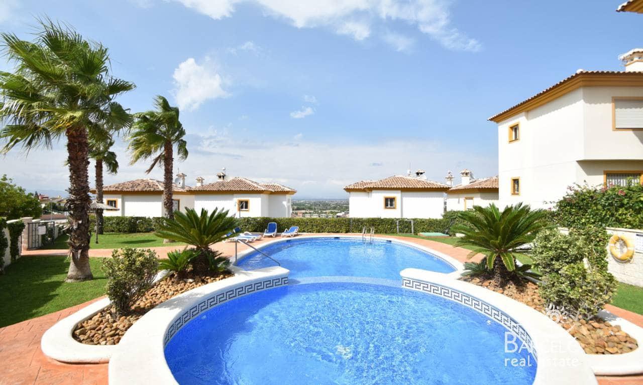 Chalet de 3 habitaciones en Pueblo Lucero en venta con piscina - 225.000 € (Ref: 4970321)