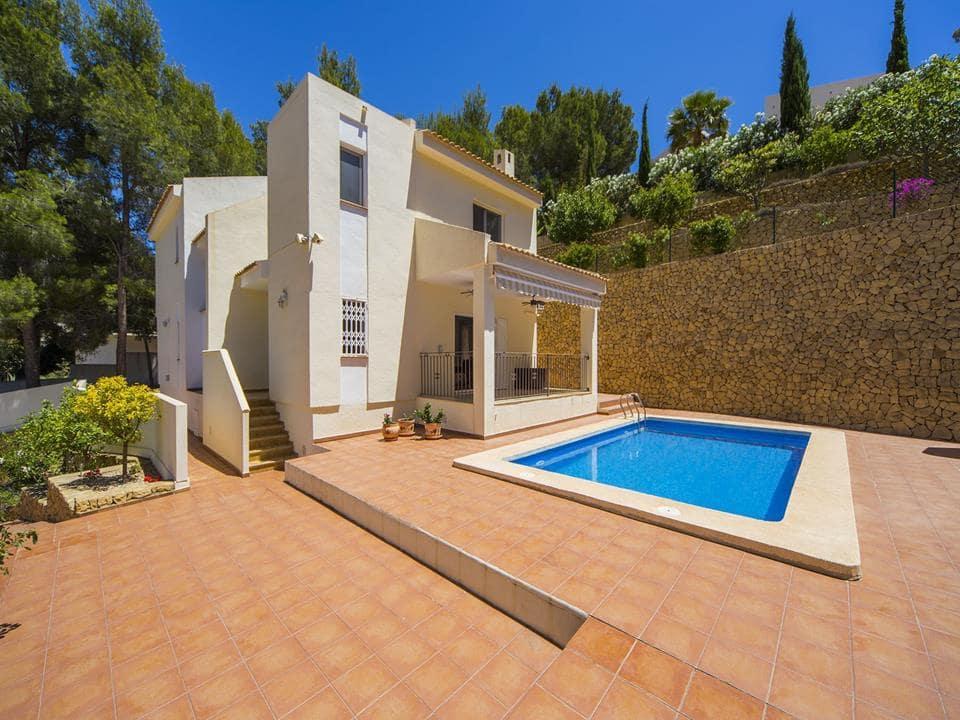 Chalet de 4 habitaciones en Alhama Springs en venta con piscina - 480.000 € (Ref: 5477242)
