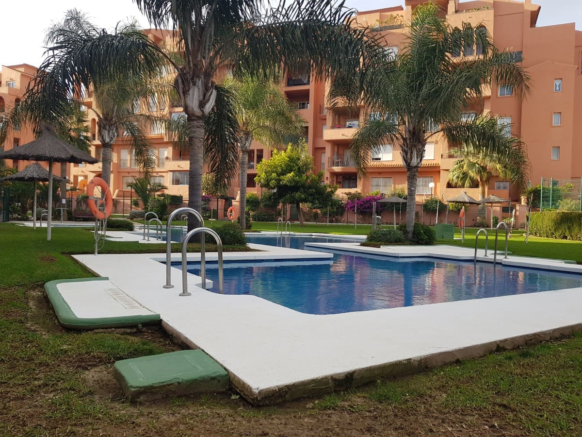 2 bedroom Apartment for sale in Manilva with pool - € 115,000 (Ref: 4955508)