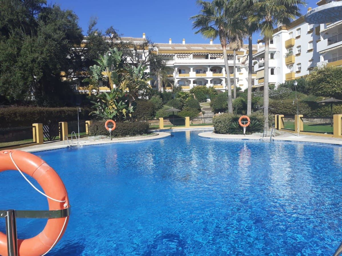 2 bedroom Apartment for sale in Marbella with pool garage - € 265,000 (Ref: 5068253)
