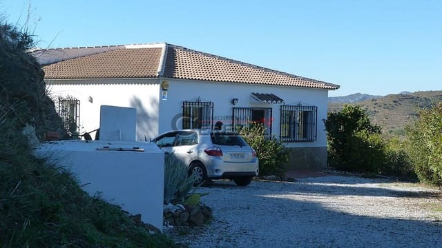 3 bedroom Finca/Country House for holiday rental in Vinuela with pool - € 224 (Ref: 1913368)