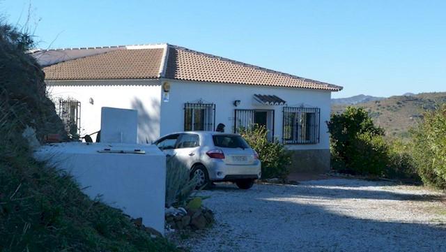 Finca/Casa Rural de 3 habitaciones en Viñuela en alquiler vacacional con piscina - 350 € (Ref: 1913368)