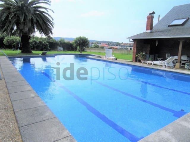 5 bedroom Villa for sale in Igollo with pool garage - € 575,000 (Ref: 5901316)
