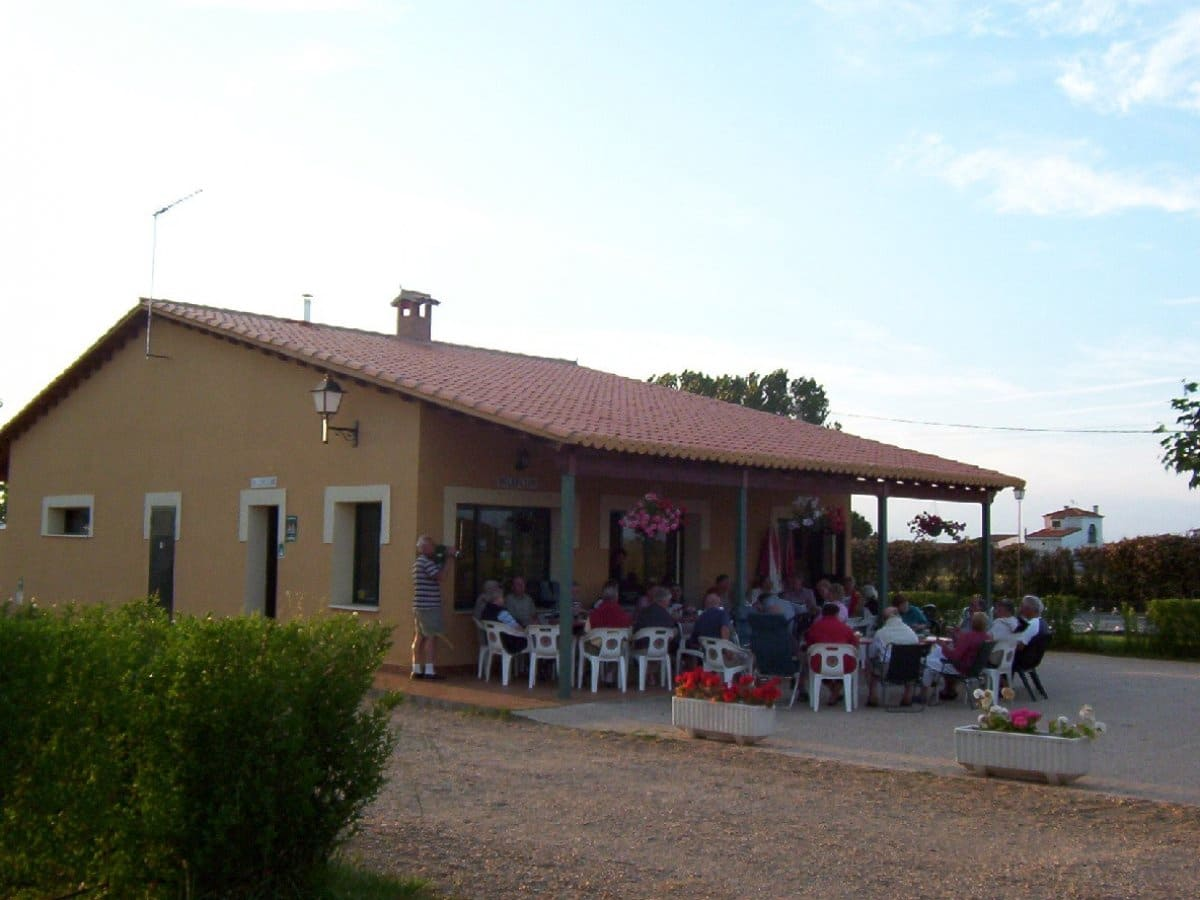 Business for sale in Zamora city with pool - € 160,000 (Ref: 5316273)
