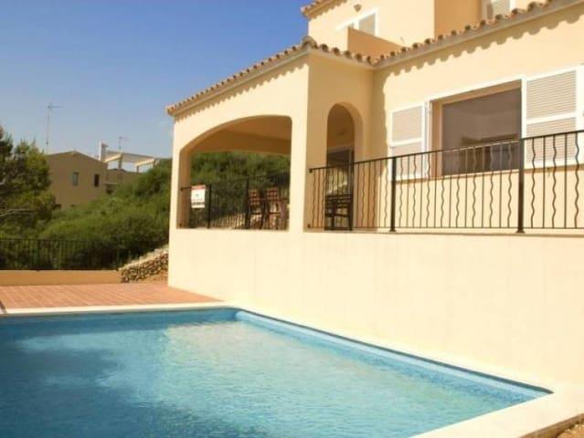 Chalet de 3 habitaciones en Cala Llonga en venta con piscina garaje - 325.000 € (Ref: 5734518)